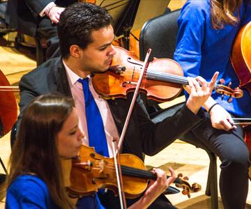 [Cai Conducts Rachmaninoff] Photo by Jito Lee