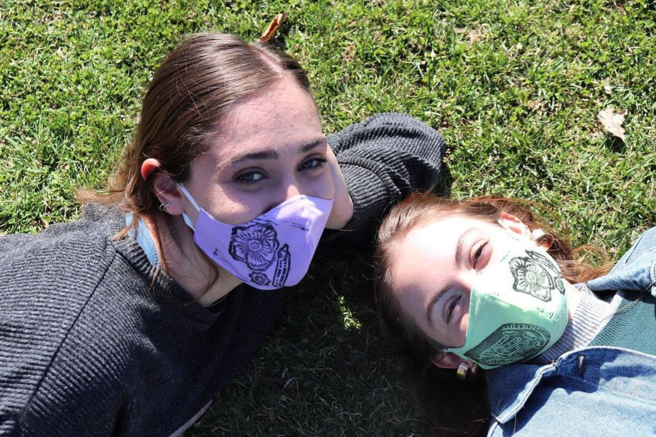 BardEATS student leaders Olivia Tencer'22 and Melina Roise'21 (L-R). Photo by Khadija Ghanizada '23