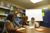 Una clase en Ulster Literacy Association. Foto de Carrie Jones Ross