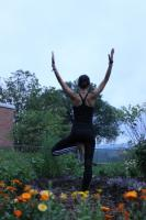 Fiorella Pimentel en una pose de Yoga Kripalu