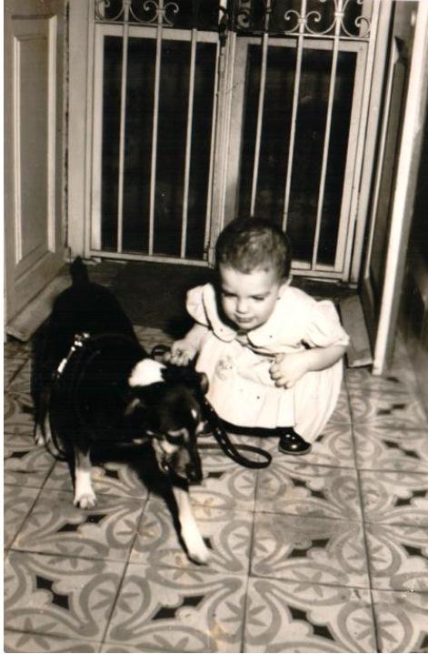 La autora, de bebé, en La Habana, Cuba