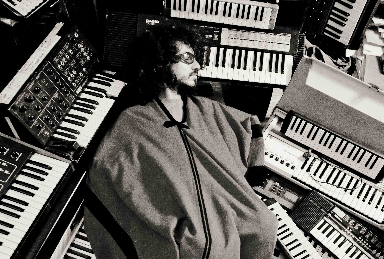 El compositor y pianista argentino Leo Genovese estará presentándose a beneficio de la revista La Voz el 9 de julio ¡A anotarse la fecha!