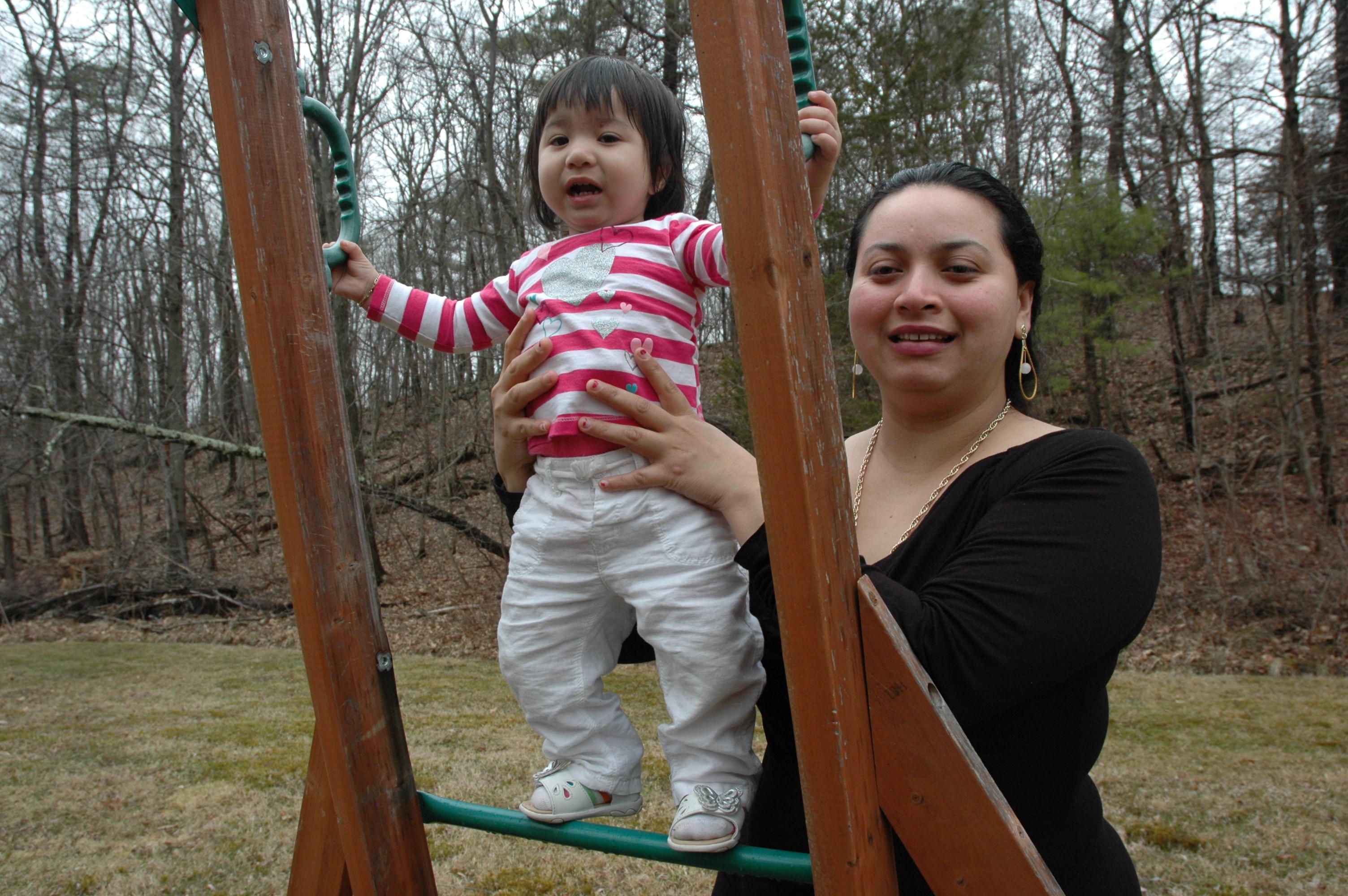 Daisy Mazariego y su hijita Sofía, foto de Antonio Flores-Lobos