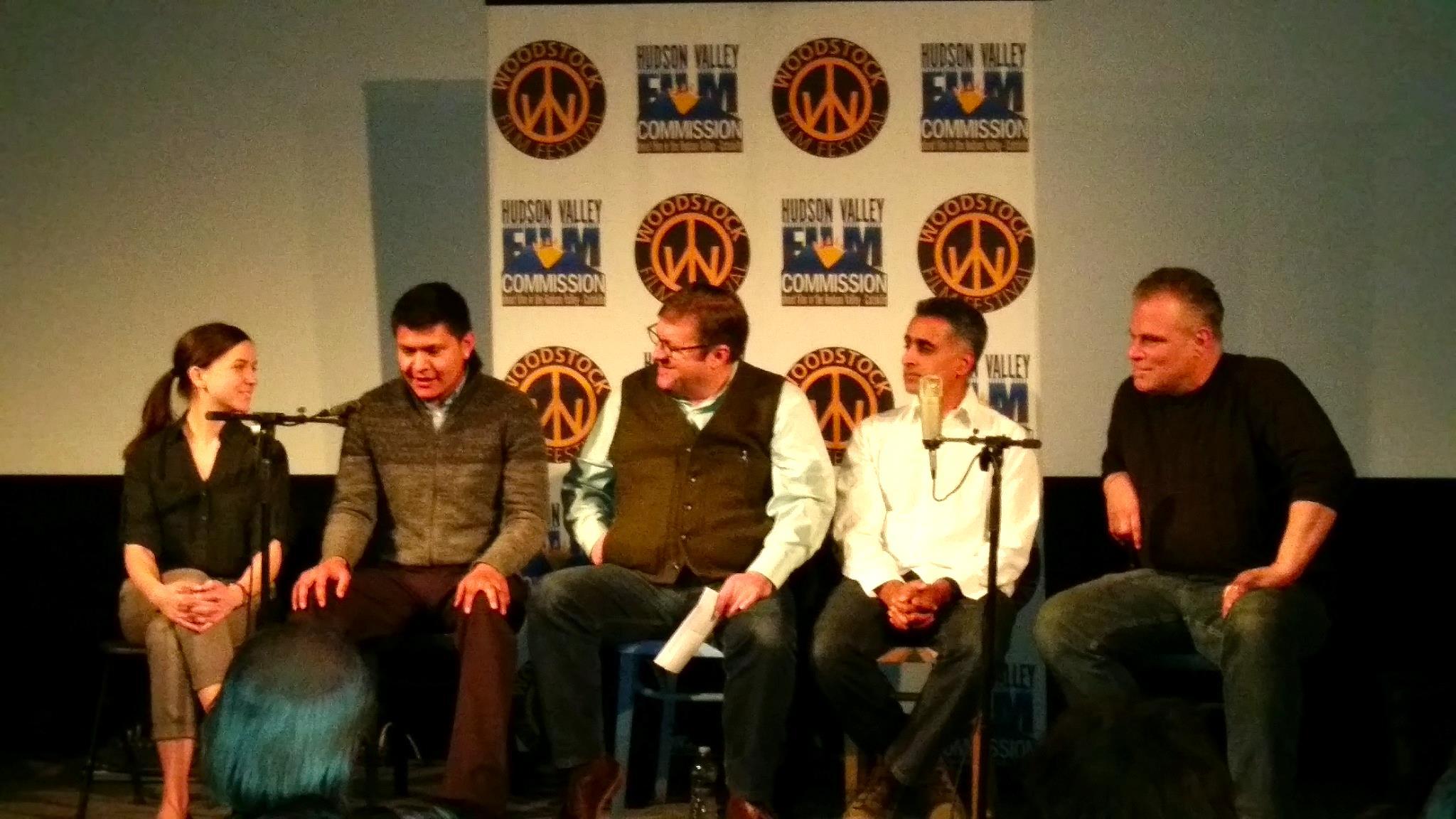 """""""El trabajador agrícola no tiene derechos y es ridículo que sea así en el año 2015, ¿es que acaso no somos trabajadores?"""" –se pregunta Heriberto González (segundo de la izquierda) durante la mesa redonda en Upstate Films."""