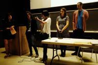 De izquierda a derecha: Prof. Patricia López-Gay, Laura Turégano, Diana Vargas, Carmen Vidal y Alex Lora. Foto de Antoine Midant
