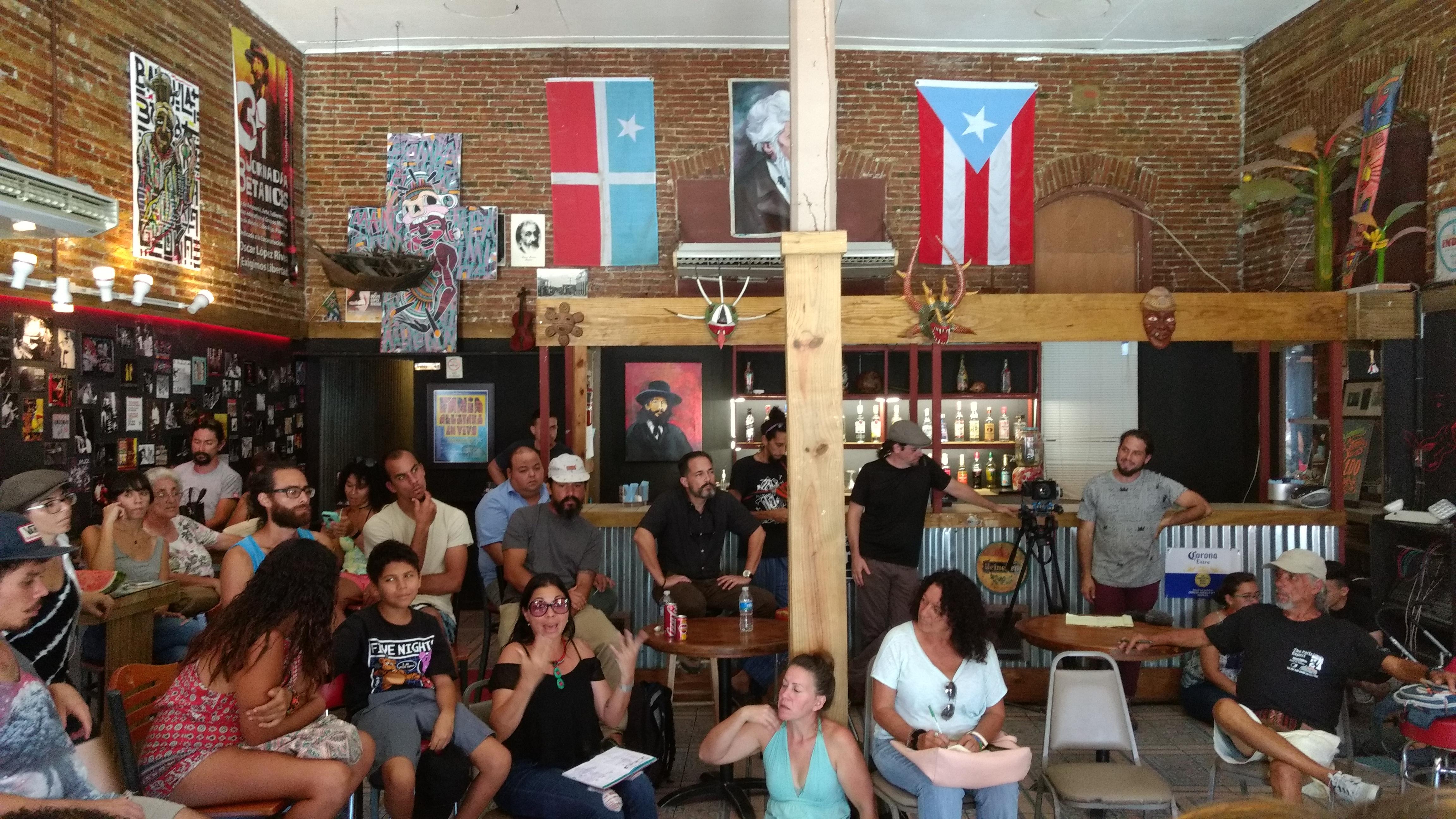 Reunión de la Brigada Solidaria del Oeste, foto de Ana Portnoy