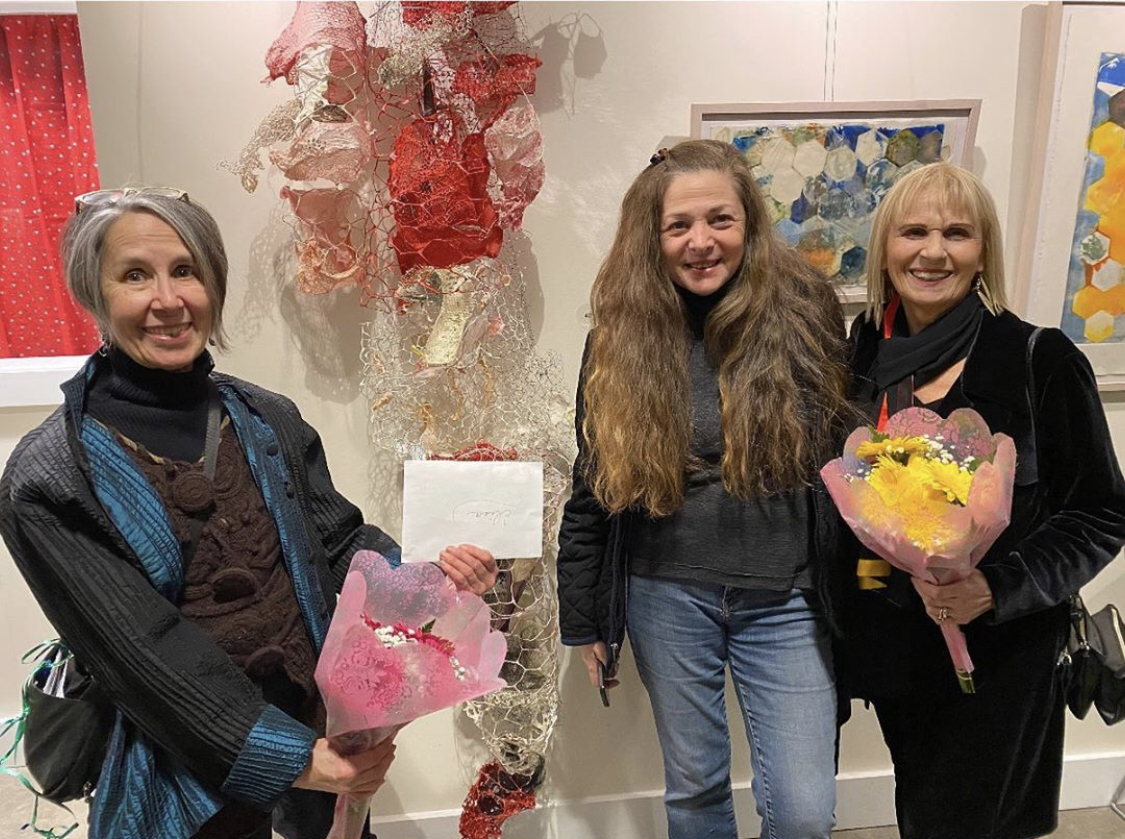 <strong><em>Penny Dell, Elisa Pritzker y Basha Ruth Nelson, The Trolley Barn Poughkepsie NY</em></strong>