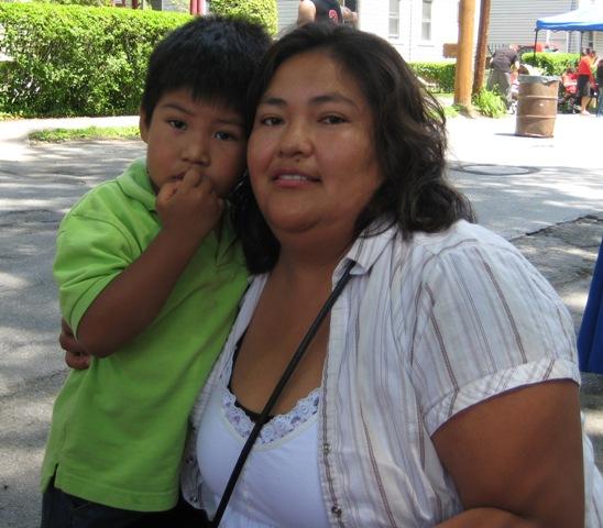 Veronica y su hijo en Kingston